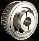 Belt drive pulley with built-in split clamp
